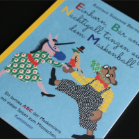 Rotraut Susanne Berner - Einhorn, Bär und Nachtigall tanzen auf dem Maskenball